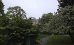 Fru Petrells hus där Emil for som en komet genom fönstret